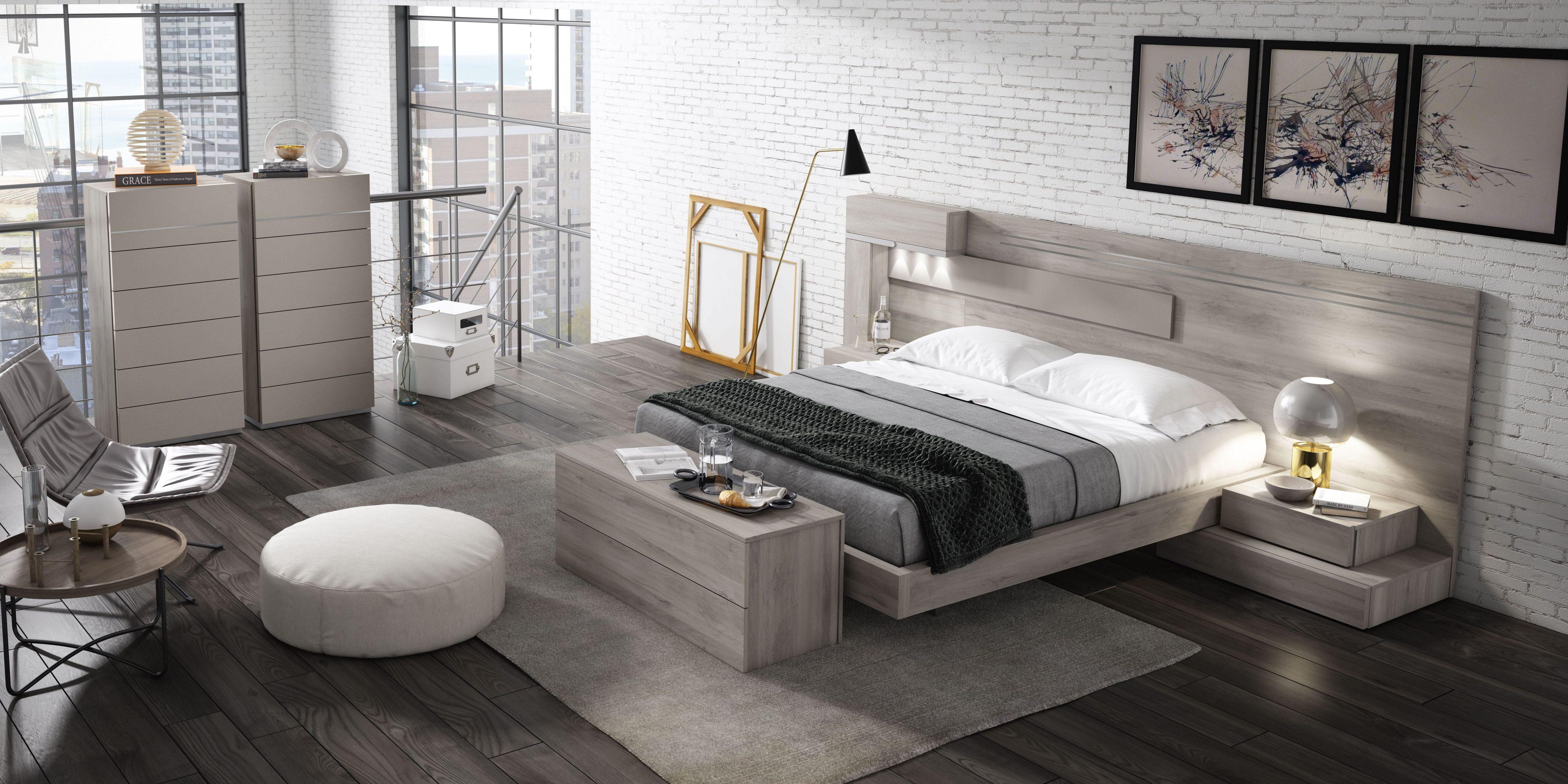 Dormitorio matrimonio con detalle de apertura en cabecero, con sus prácticos estantes totalmente integrados