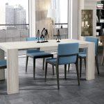 Mesa comedor de 140x90 con doble extensible (185 cm y 230 cm), con pata puente deslizante. Una mesa muy práctica para cuando tienes visitas.