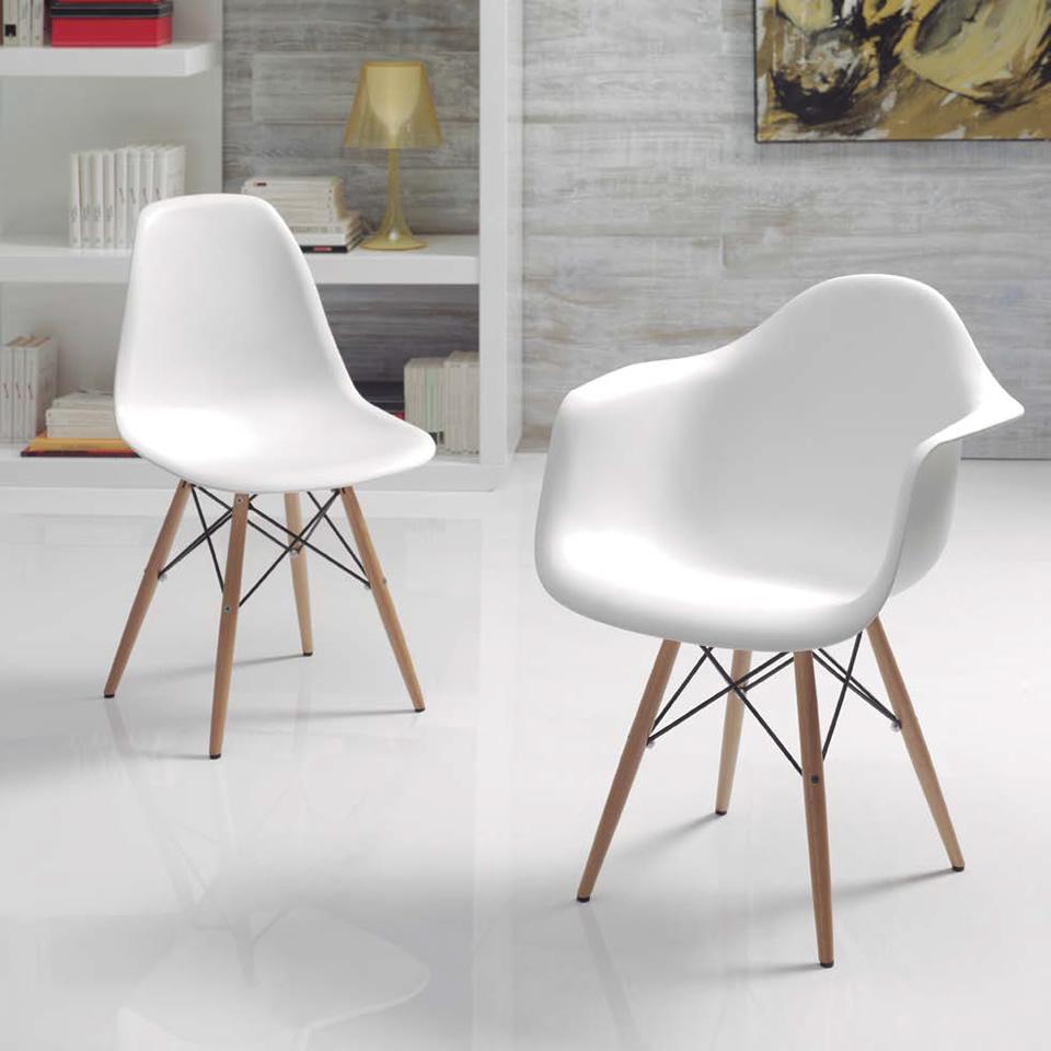 Silla de vanguardia con asiento en polipropileno y estructura madera-metálica. Varios colores.
