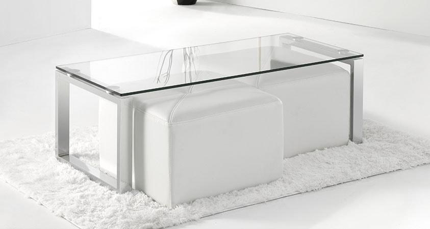 Funcional mesa de centro de 112x50 cristal-cromo con pufs opcionales.