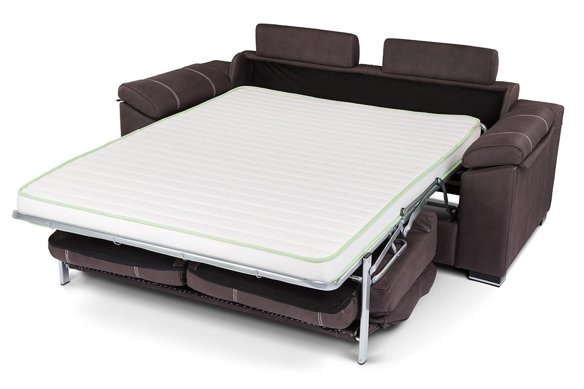 Sofá cama con sistema apertura italiano, de gran calidad. Un sofá para los que necesitan una cama más durante la noche y disfrutar de un cómodo sofá durante el día. De tejidos y colores.