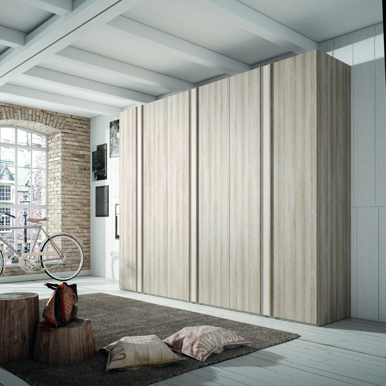 Armario de puertas batientes con un original diseño que te ayudara a organizar tu vestuario de forma ideal.